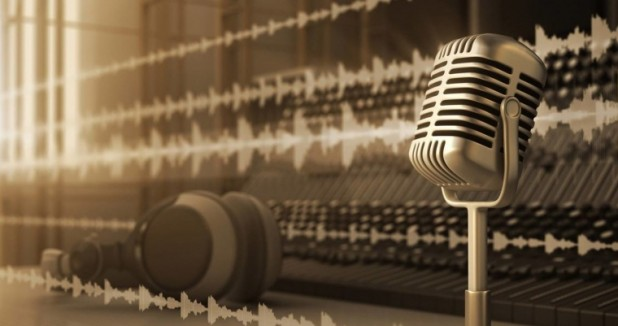 Podcast-microphone-large-e1556273220213